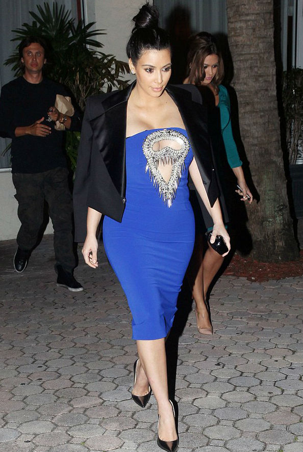Kim Kardashian in Blue Cut Dress While Visiting a Restaurant