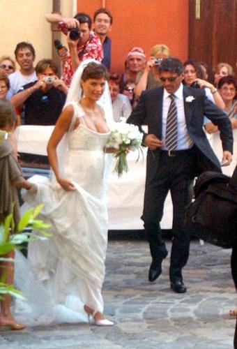 Auguri Matrimonio Per Chi Ha Gia Figli : Oggi sposi martina colombari foto matrimonio del
