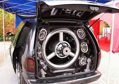 Melakukan instalasi sistem audio mobil yang sesuai adalah bagian seni Otomotif, khususnya car audio. Tapi ada yang perlu di pahami bahwa suara mempengaruhi telinga dan tubuh.