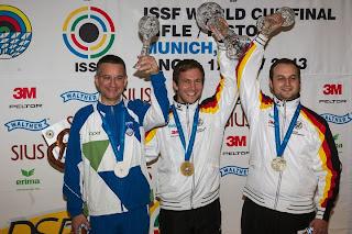 Rajmond Debevec (Eslovênia), Henri Junghaenel (Alemanha) e Daniel Brodmeier (Alemanha) - Carabina Deitado - Final da Copa do Mundo ISSF de Carabina e Pistola 2013 - Tiro Esportivo - Foto: ISSF/ Reprodução
