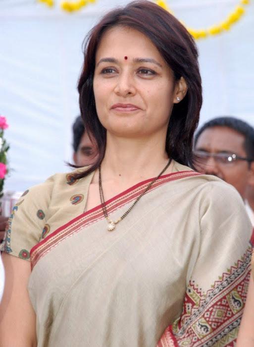 old amala nagarjuna saree hot photoshoot