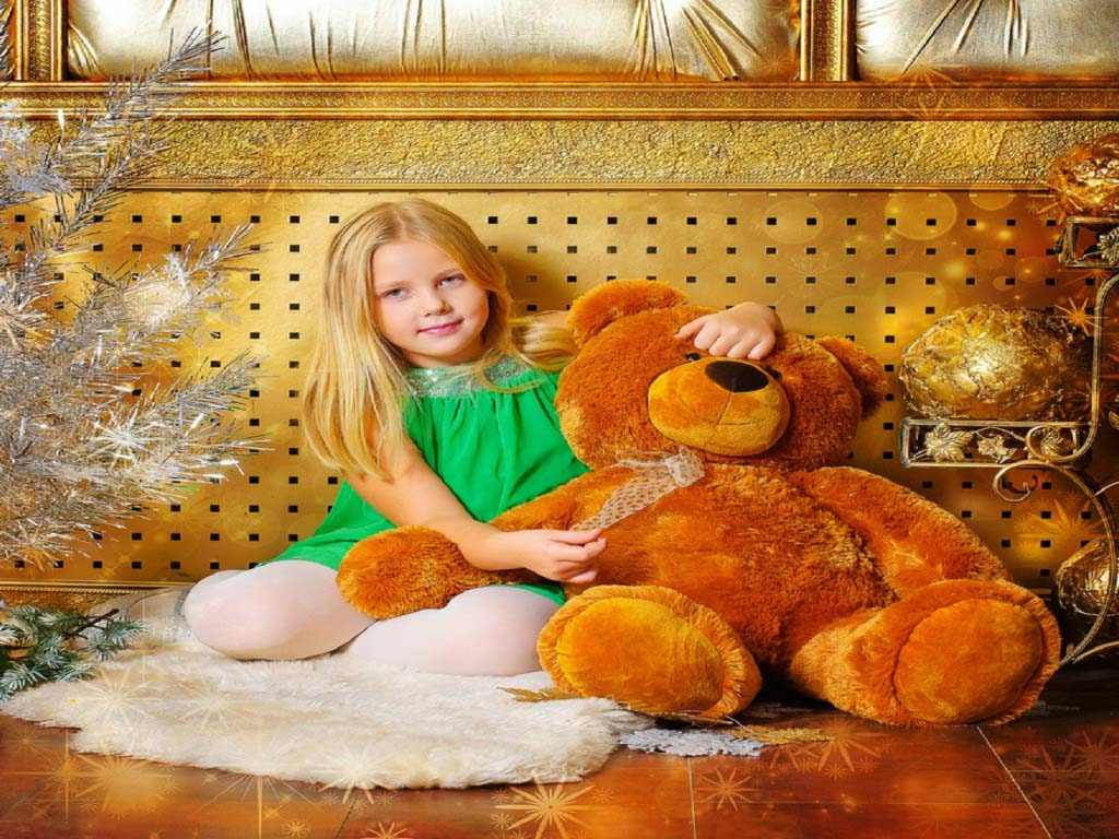 innocent-baby-girl-with-teddy-image