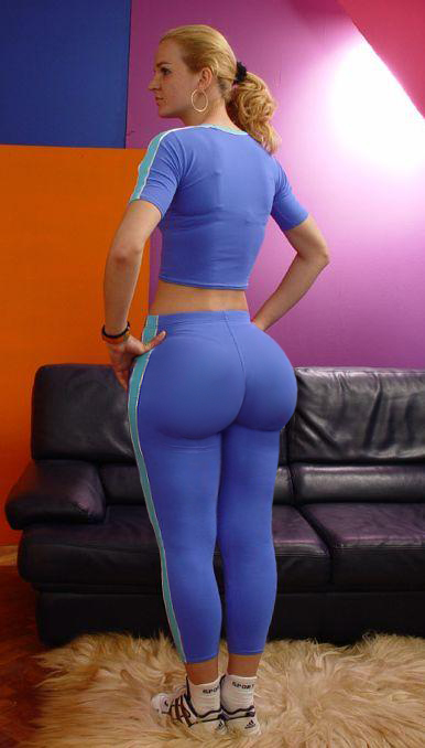 Pawg Of The Year http://thekingpimp.blogspot.com/2012/01/sunday-backshots-reloaded-2.html