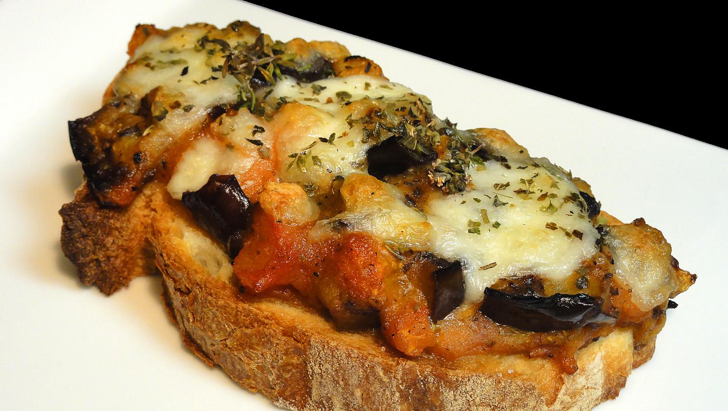 Cocinar para los amigos tosta de berenjena y tomate - Cocinar para los amigos ...