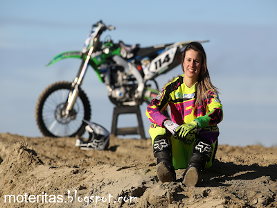 livia-lancelot-kawasaki-teen-motocross-pics-wallpaper