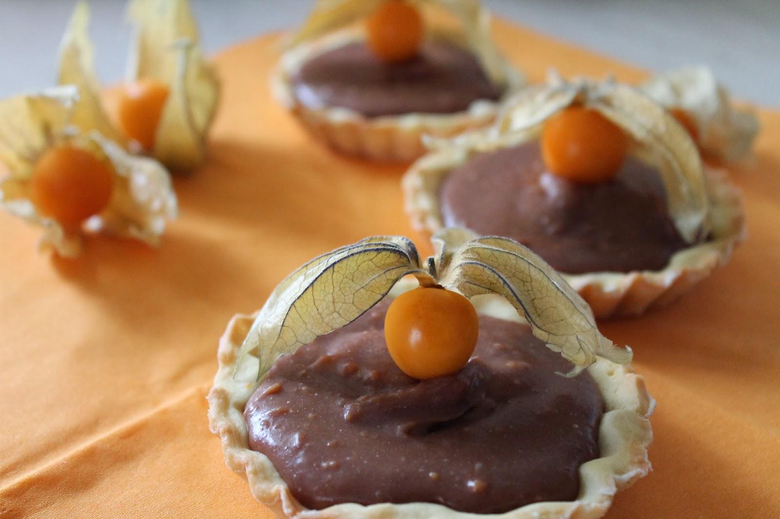 tartellette al cioccolato e alchechengi