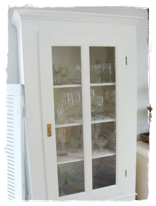 versponnenes wei er schrank wei e rose wei es geh kel. Black Bedroom Furniture Sets. Home Design Ideas
