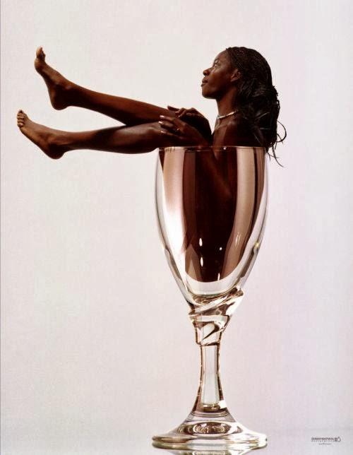 Dmitry Puzyrev fotografia mulheres nuas artísticas garrafas e bebidas peladas