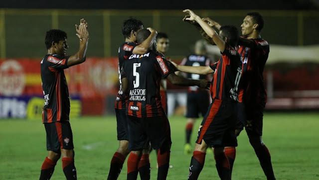 Vitória vence o CRB e dorme na liderança da Segundona