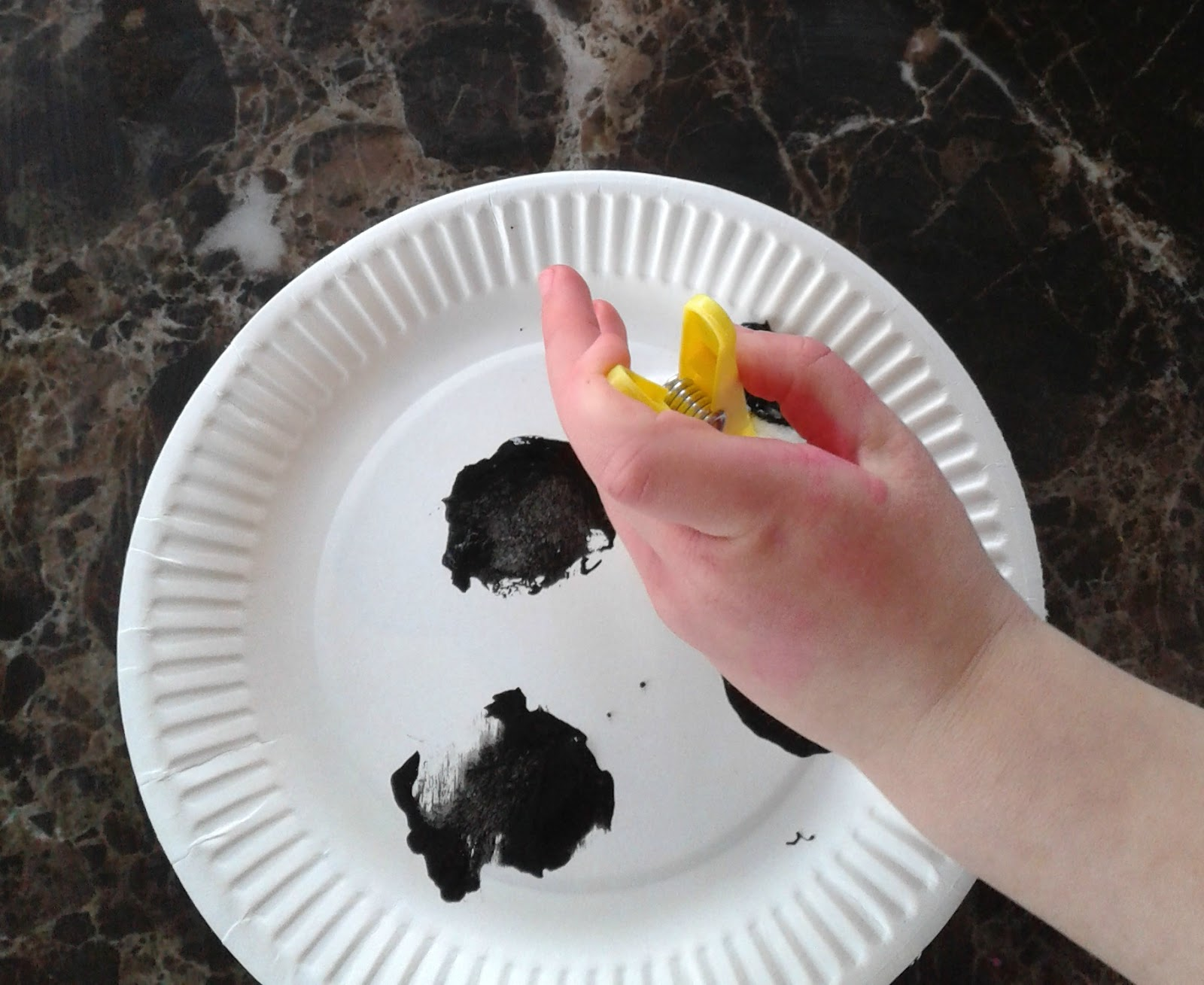 Click Clack Moo Cows That Type Cow Paper Plate Mask. At the end they chose Click Clack Moo Cows That Type ... & Miss Zolkosky\u0027s Kindergarten Class: Reese\u0027s Paper Plate Cow | Free ...