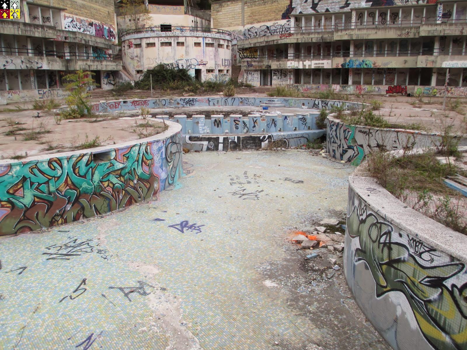 Flech corporation las piscinas de castellnou by - Piscinas abandonadas rubi ...