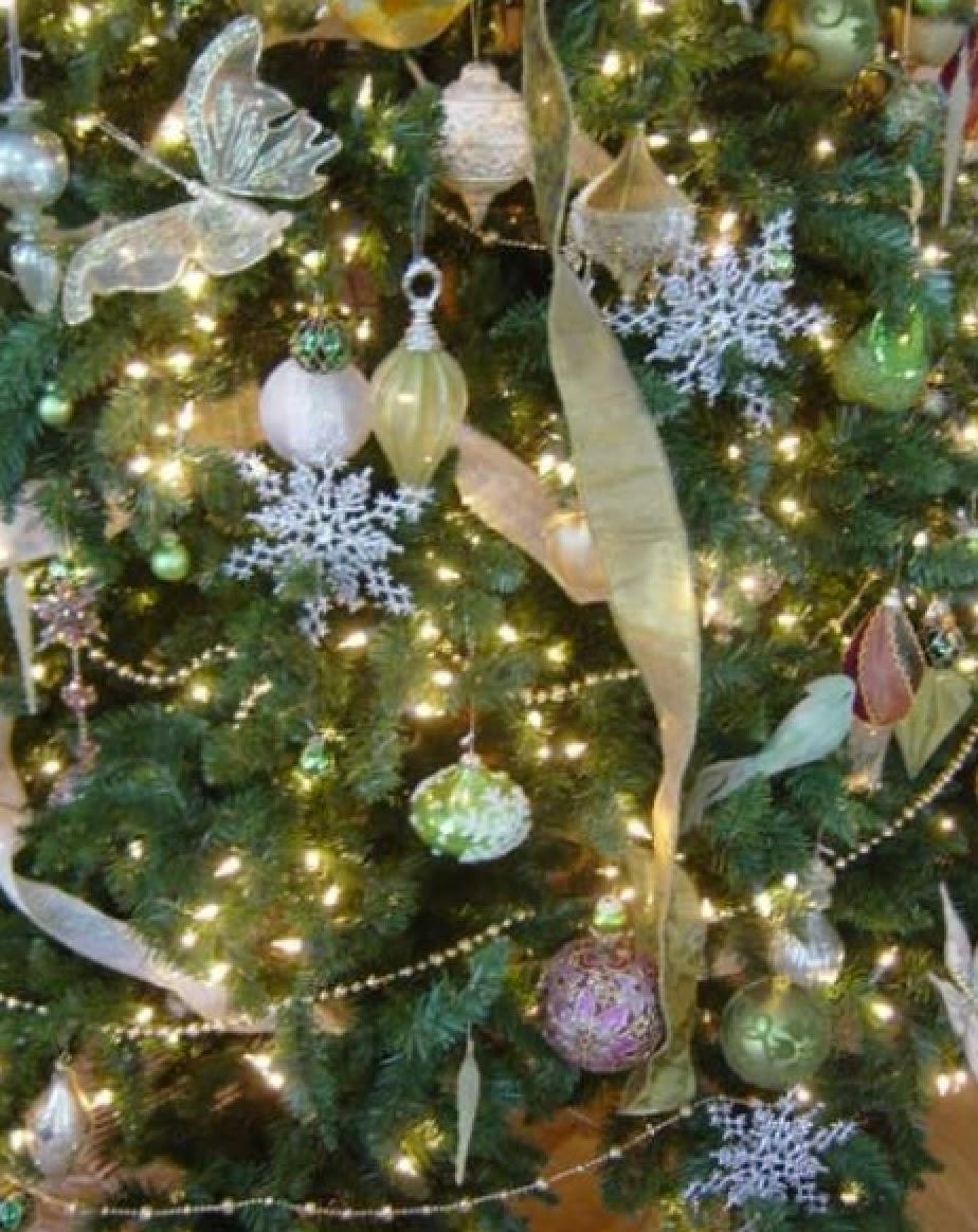 Antique hunter green themed christmas tree decorations for Antique christmas tree decoration