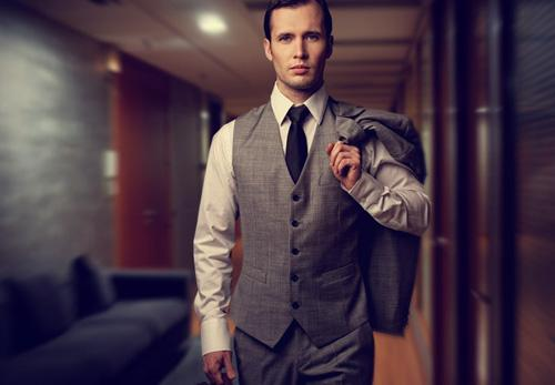 تعرفى على شخصية الرجل العنيد...وكيفية التعامل معها - رجل انيق يرتدى يلبس بدلة حلة - classy man wearing a suit