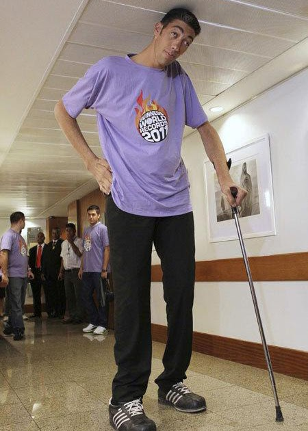 tallest man in the world stops growing current news