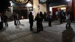 Puerta de discoteca con sus fortachones porteros de seguridad