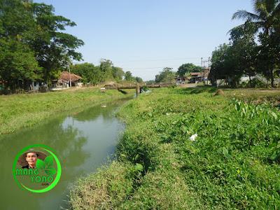 FOTO 1a - Sungai Ciasem sebelum dikeruk ... Lokasi di dekat jembatan atau dekat sekolahan Madrasah