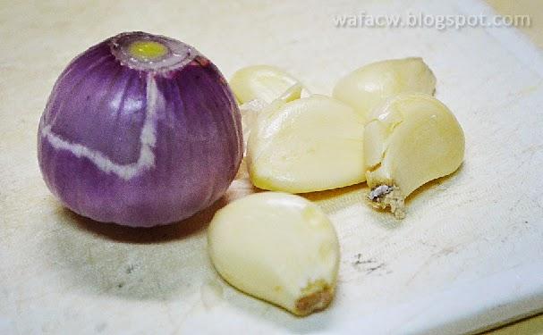 Bawang dan Garlic / Bawang Putih untuk Masak Tumis Sawi
