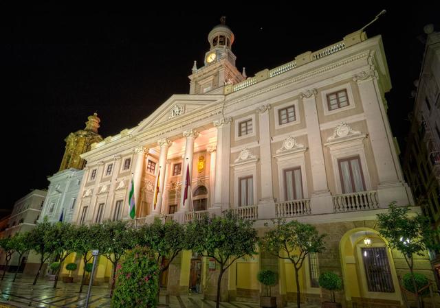 Испания,архитектура Испании,Ратуша Кадиса