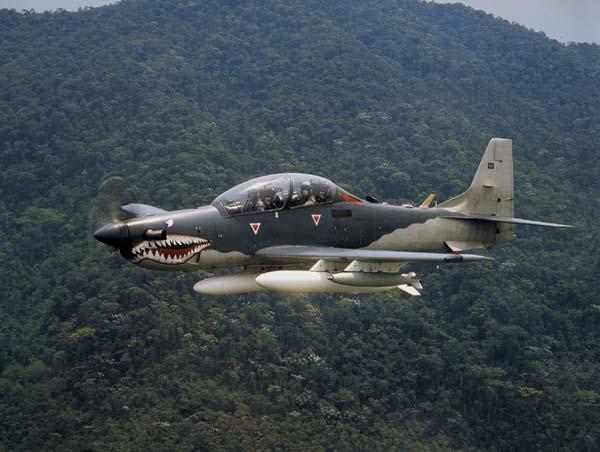 Gambar Pesawat Tempur EMB Supertucano terbang di udara