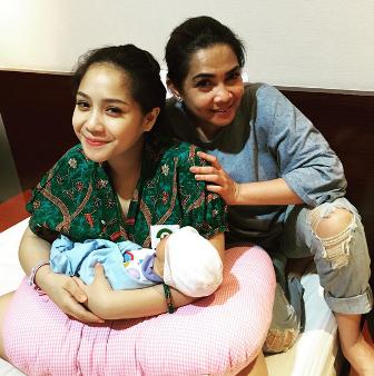 Foto Nagita dan ibunda