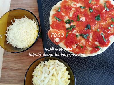 Thin Crust Pizza Margherita بيتزا مارجريتا رقيقة