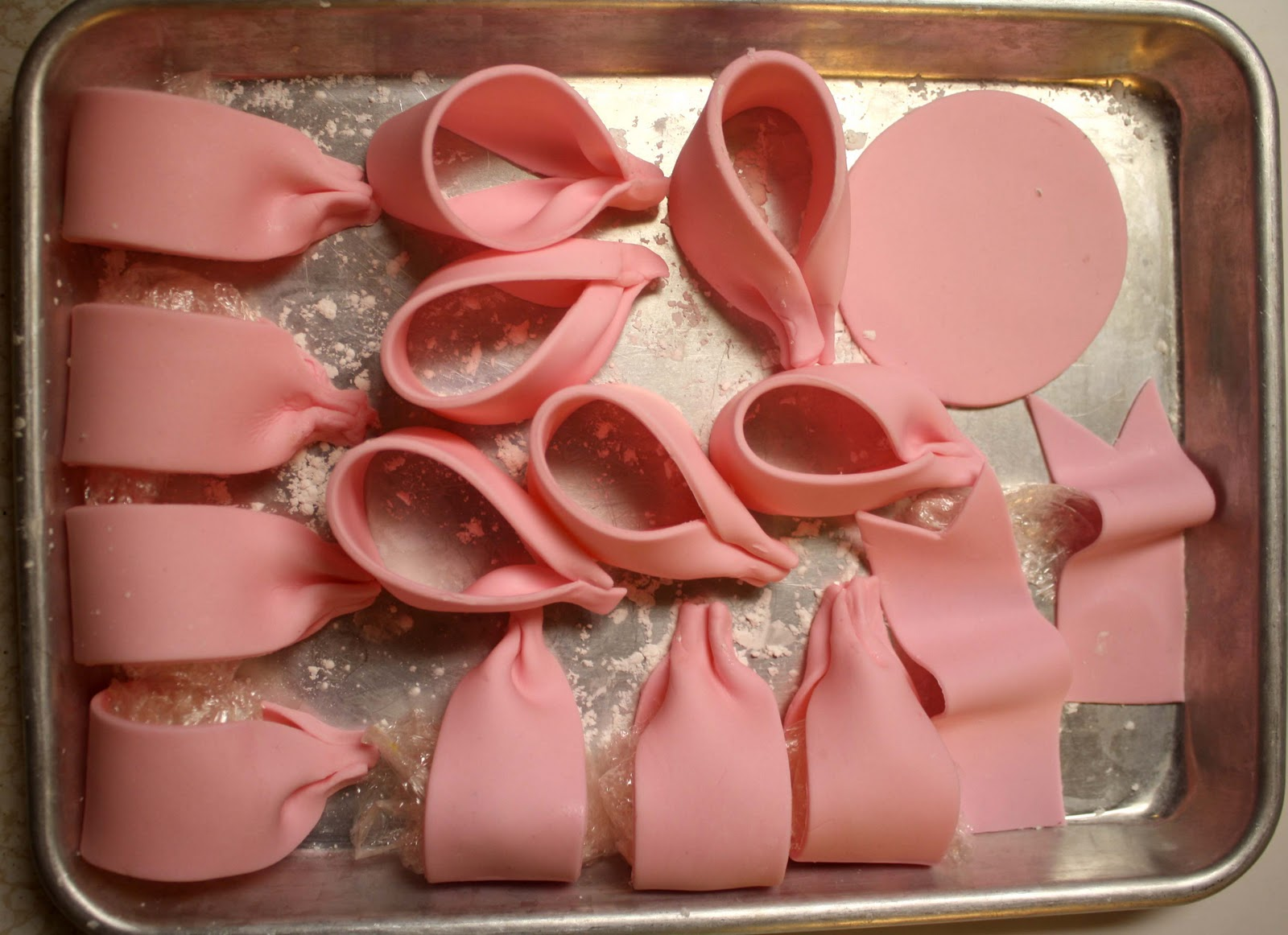 How to Make a Poofy Bow {Fondant or Gum Paste}, Part 2 ...