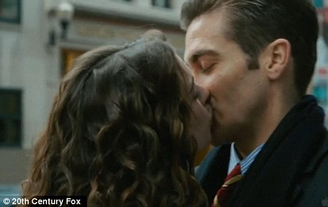 ledgers lip lock from claims jennifer aniston kiss kiss jakeJake Gyllenhaal And Maggie Gyllenhaal Kiss