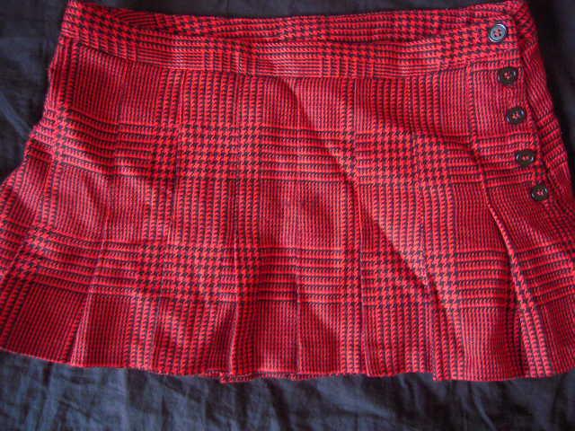 vide dressing de mius mini jupe pliss e rouge cossaise. Black Bedroom Furniture Sets. Home Design Ideas