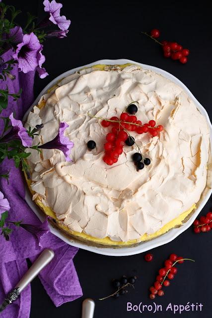 Ciasto z kremem i porzeczkami