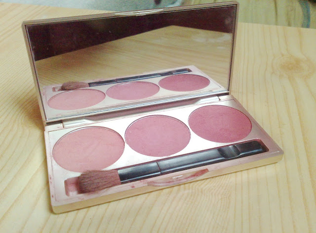 J.Casanova 3-Color Blushing Powder