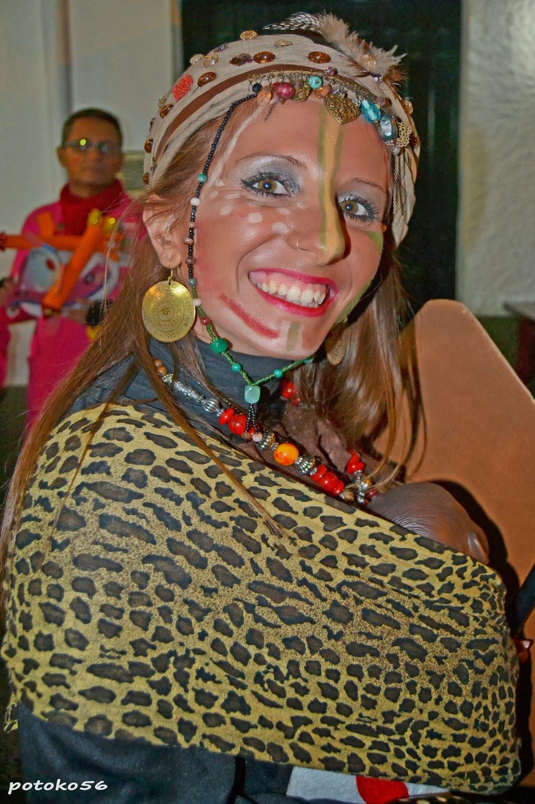 Mujer disfrazada de africana carnavales de Rota