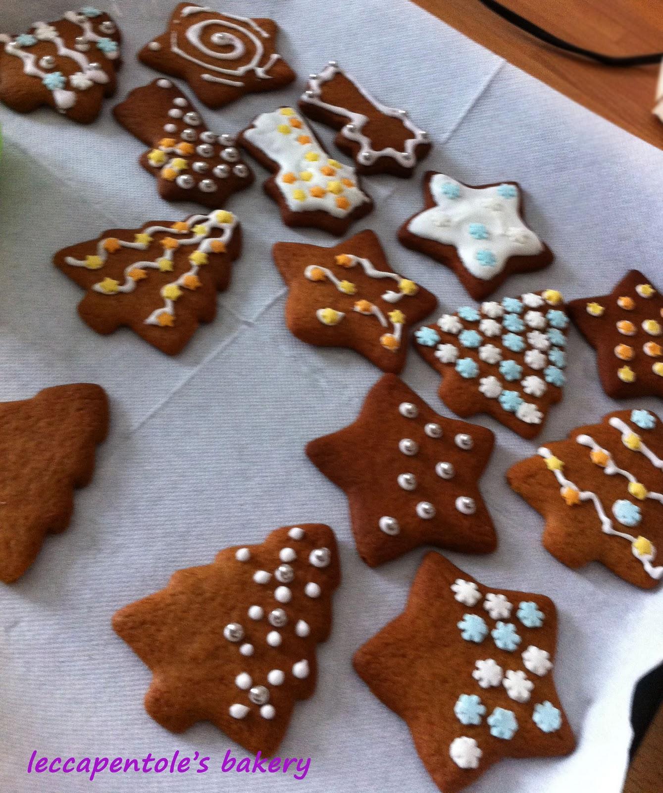 Giallo Zafferano Biscotti Di Natale.Leccapentole S Bakery Rieccomi Biscottini Pan Di Zenzero