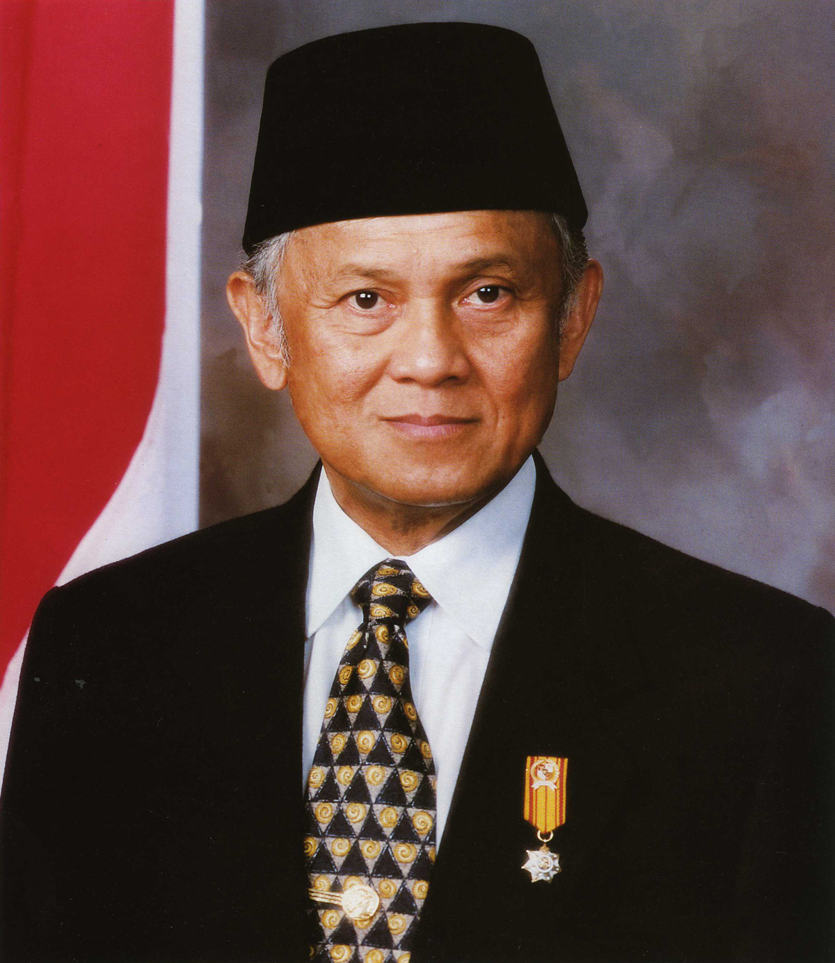 BIOGRAFI BJ HABIBIE, Presiden ketiga Republik Indonesi