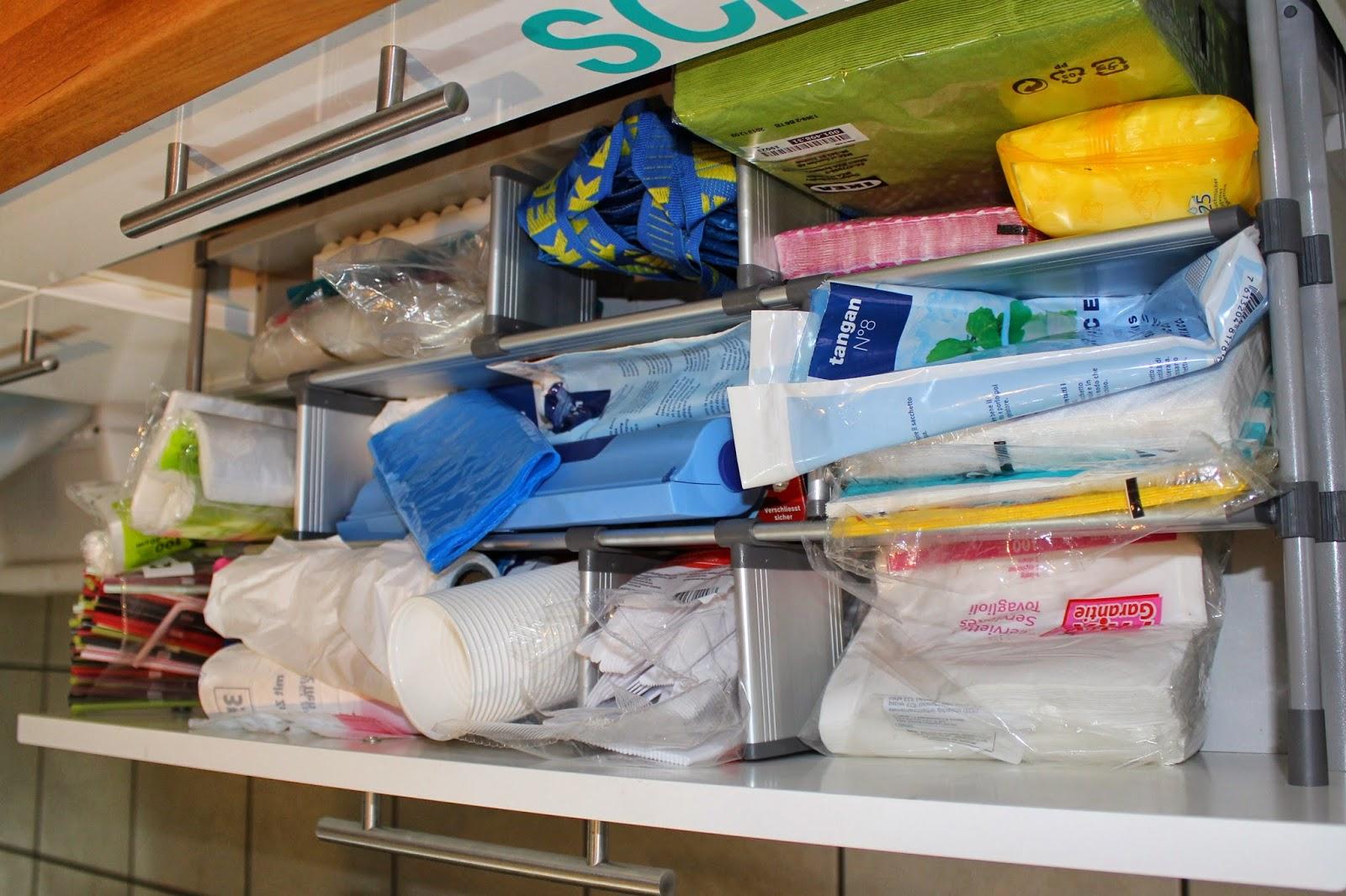 Küche neu organisiert – Little Miss Organized | {Küchenschränke organisieren 14}
