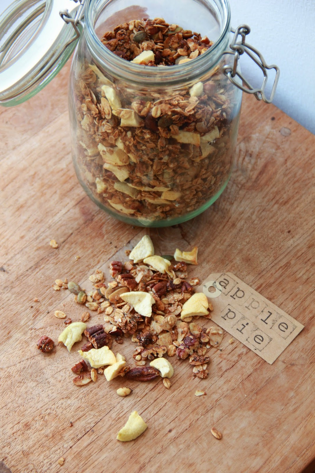 Apple Pie Granola - www.desmaakvancecile.com