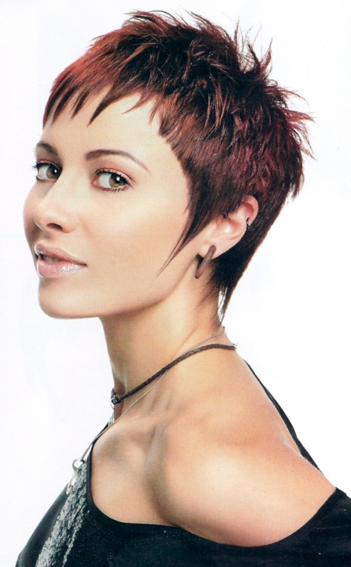 CUTE MEDIUM HAIRCUTS: Short spikey hairstyles for women