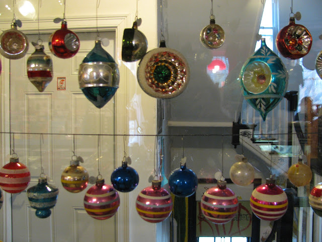 Christmas-Ornaments-at-What-Cheer