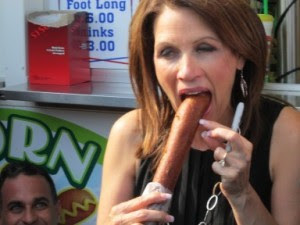 michelle bachman eating a hot dog