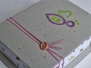 κουτάκι για μαρτυρικά με μελισσούλες λουλουδάκια και πουλάκια