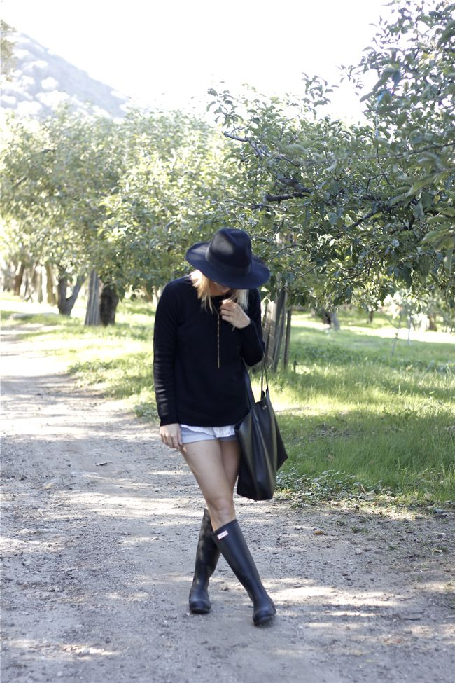 fall, outfit, black sweater, black hat, The Parlor, J.Crew, Cuyana, tote