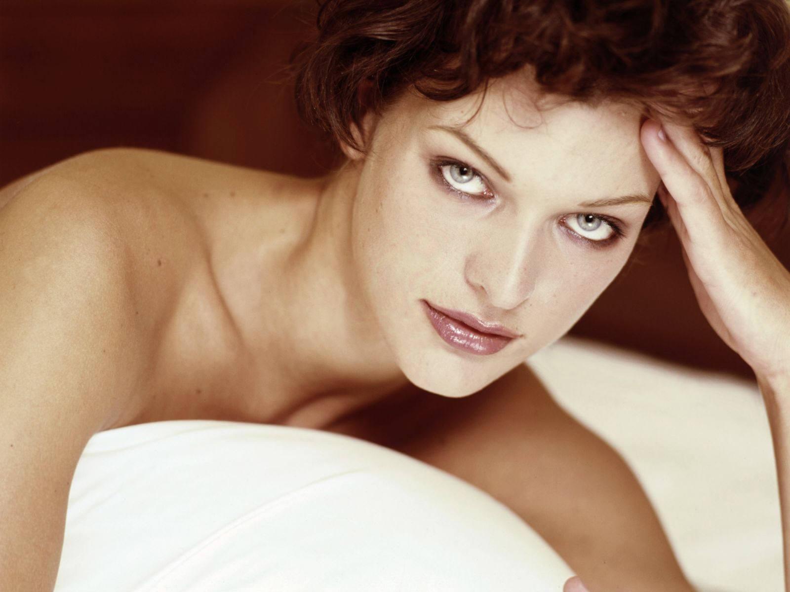 http://2.bp.blogspot.com/--fW5TmKaTp0/Ta2CwH4WxjI/AAAAAAAAClg/orC9DXioB5k/s1600/Milla_Jovovich_new_wallpapers%252B%25252817%252529.jpg
