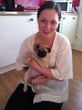 Dottern Emelie och hennes söta mopsvalp George:)