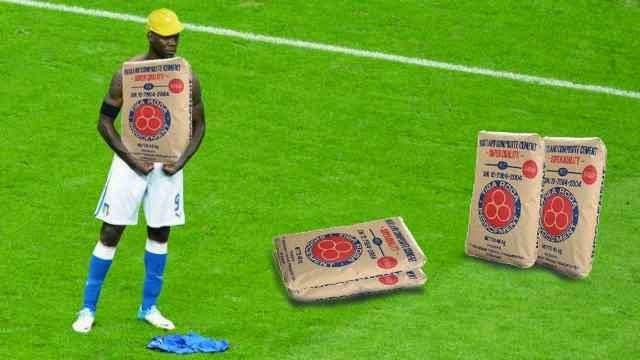 Mario Balotelli Bawa Semen
