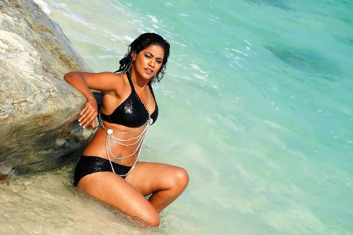 Mumaith Khan in madaan swimsuit looking  hot sexy pretty secrete beach