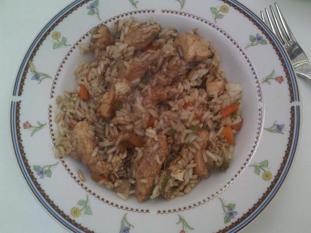 Arroz Estilo Chino C/Pollo y Salsa de Soja