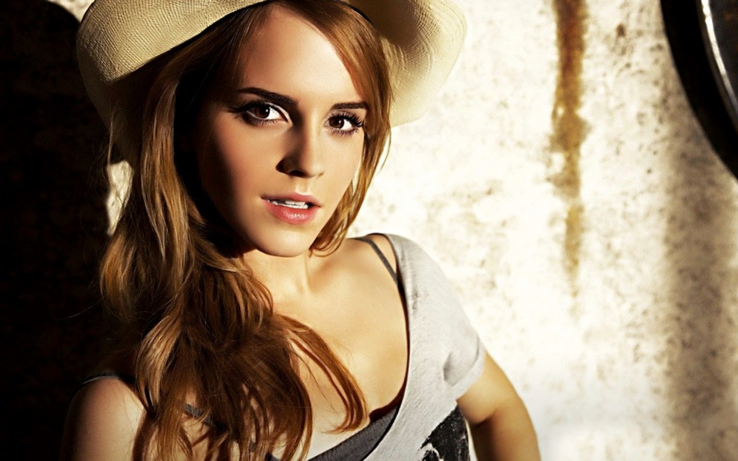 EMMA WATSON_WALLSTOWN_IN_HOLLYWOOD ACTRESS_HOLLYWOOD CELEBRITIES