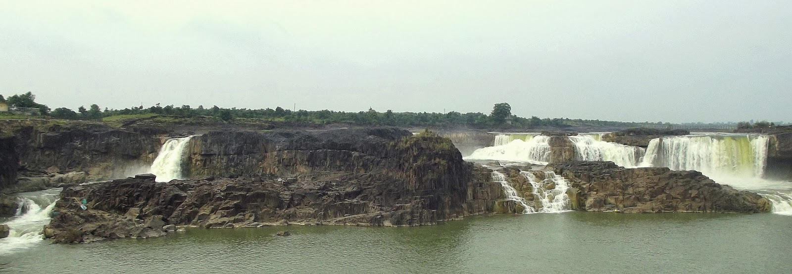 Panaroma view of complete Waterfalls,