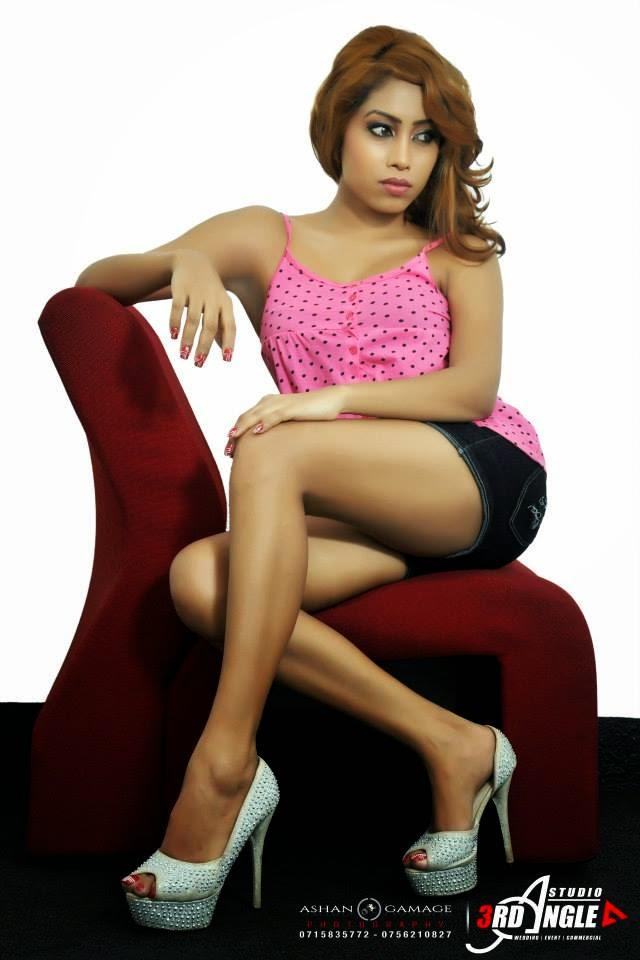 Piumi Srinayaka thighs