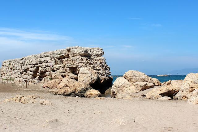Muelle helenístico en la playa de Ampurias