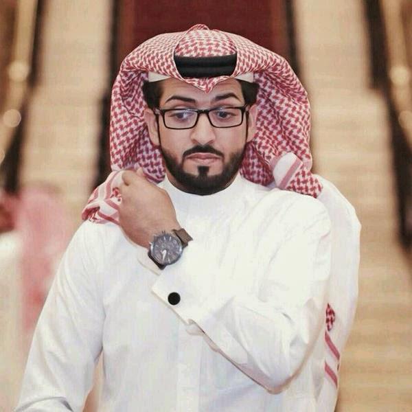 وفاة الإعلامي السعودي خالد العريشي، المذيع بقناة المجد؛ إثر حادث مروري